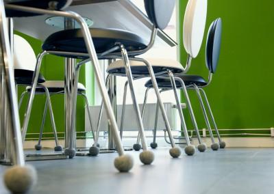 Silent Socks som sänker ljudnivå i personalmatsal